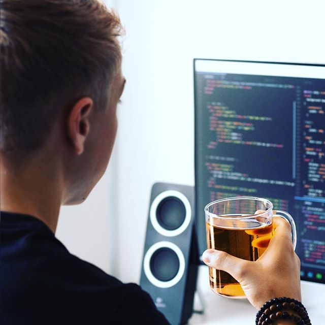 At Sellify we believe in the power of javascript 💻📲🕹. We build our products in the newest technologies. We focus on simplicity and usability. 🌎👨🏽‍💻🤓😎 . . . . . . . . . . . #softwaredevelopment #react #nodejs #developer #scrum #javascript #coders #visualstudiocode #node #referralsoftware #referfriends #instagram