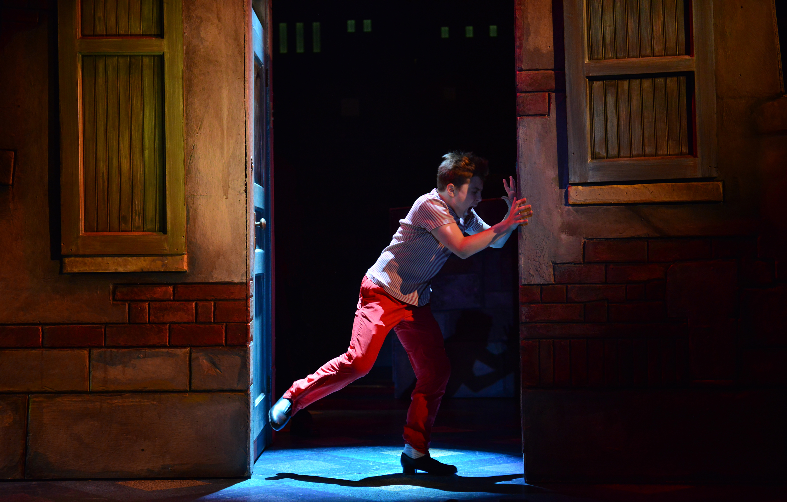 2014_OP_Billy-Elliot_Noah-Parets_as_Billy_Angry-Dance(between-walls)_photo-by_Gary-Ng_RGB.jpg