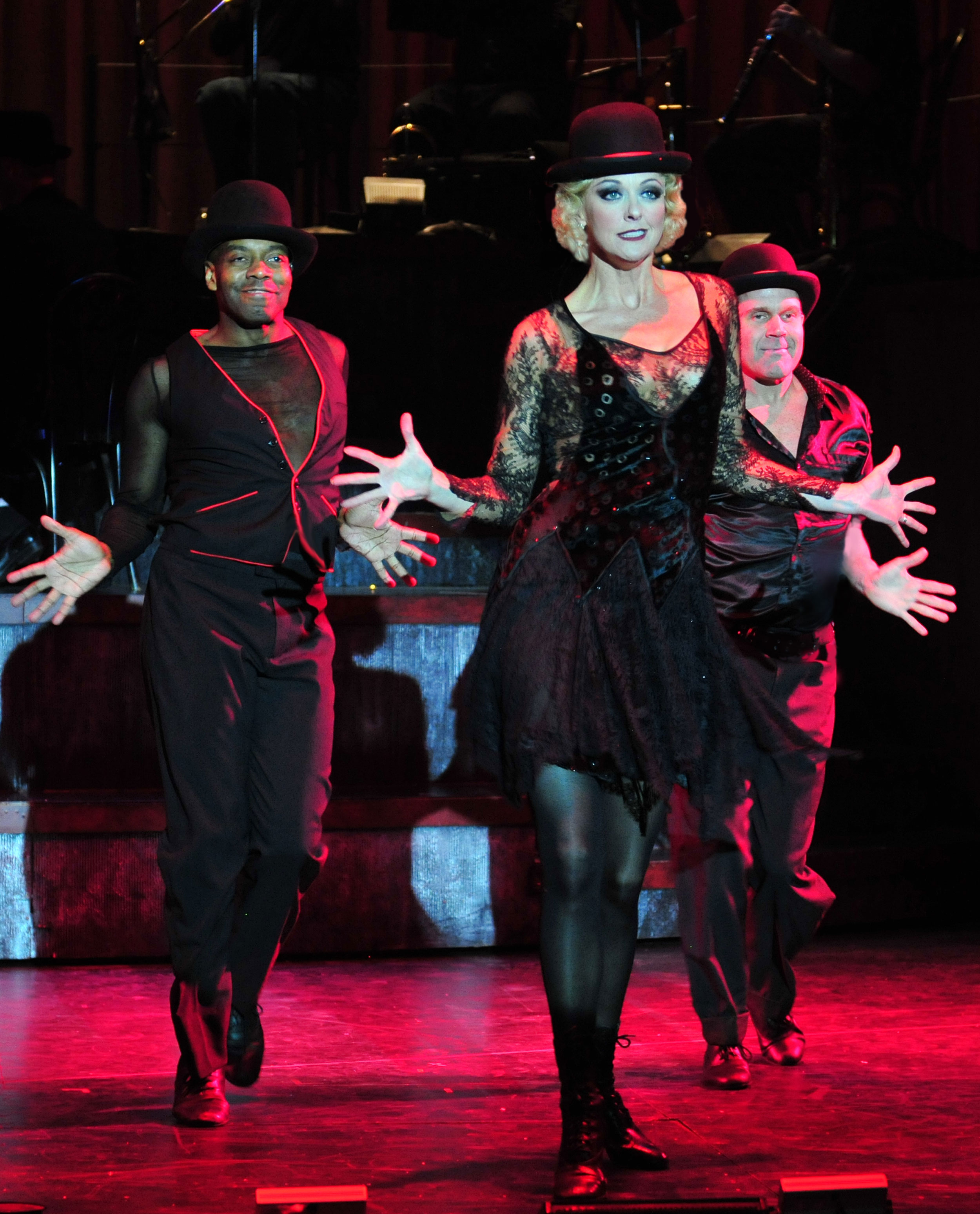 2010_OP_Chicago_Angie-Schworer_as_Roxie-Hart_Ivory-McKay_as_Ensemble_Rod-Roberts_As_Ensamble_RGB.jpg
