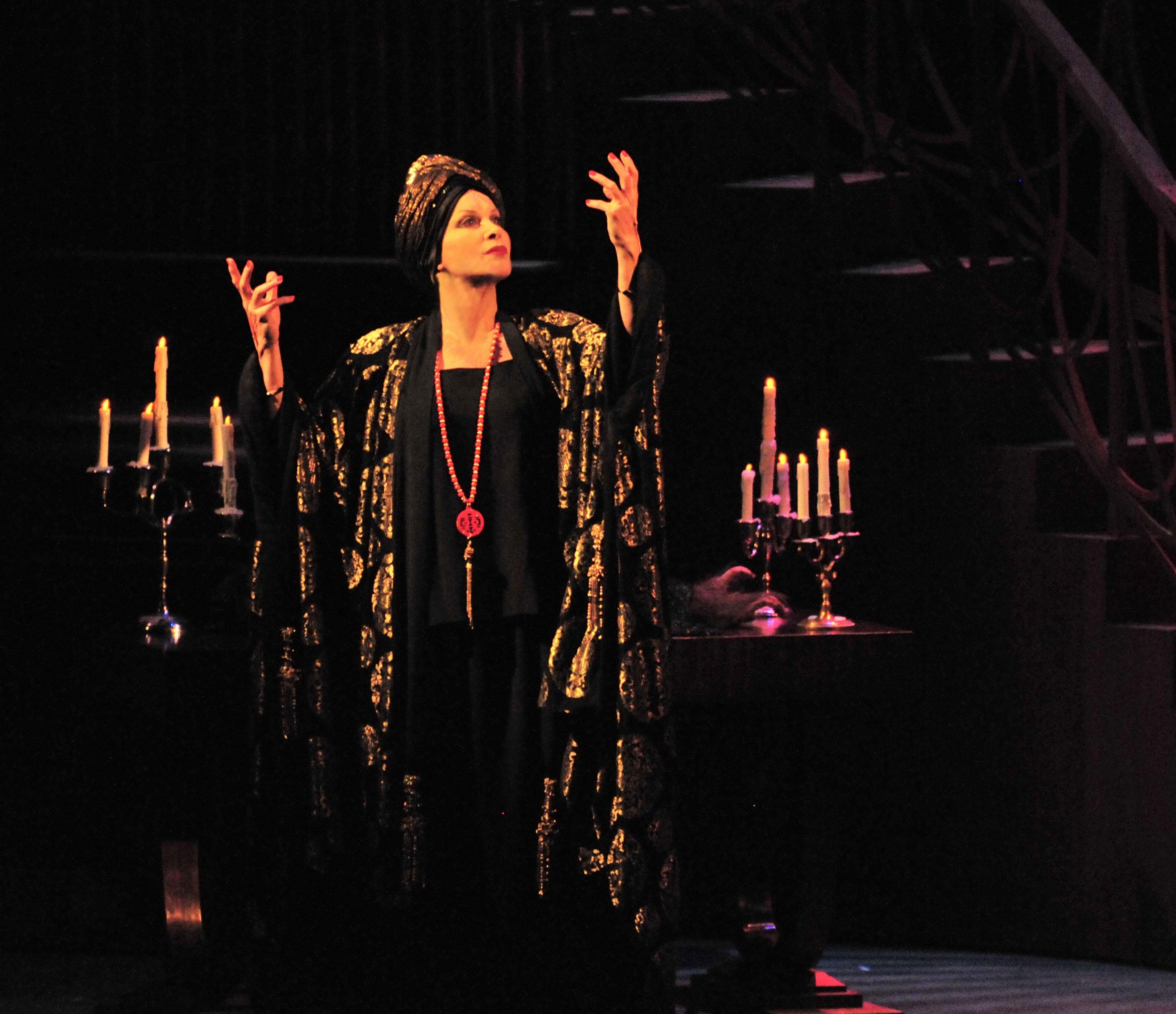 2010_OP_Sunset-Boulevard_Stefanie-Powers_as_Norma-Desmond_RGB.jpg