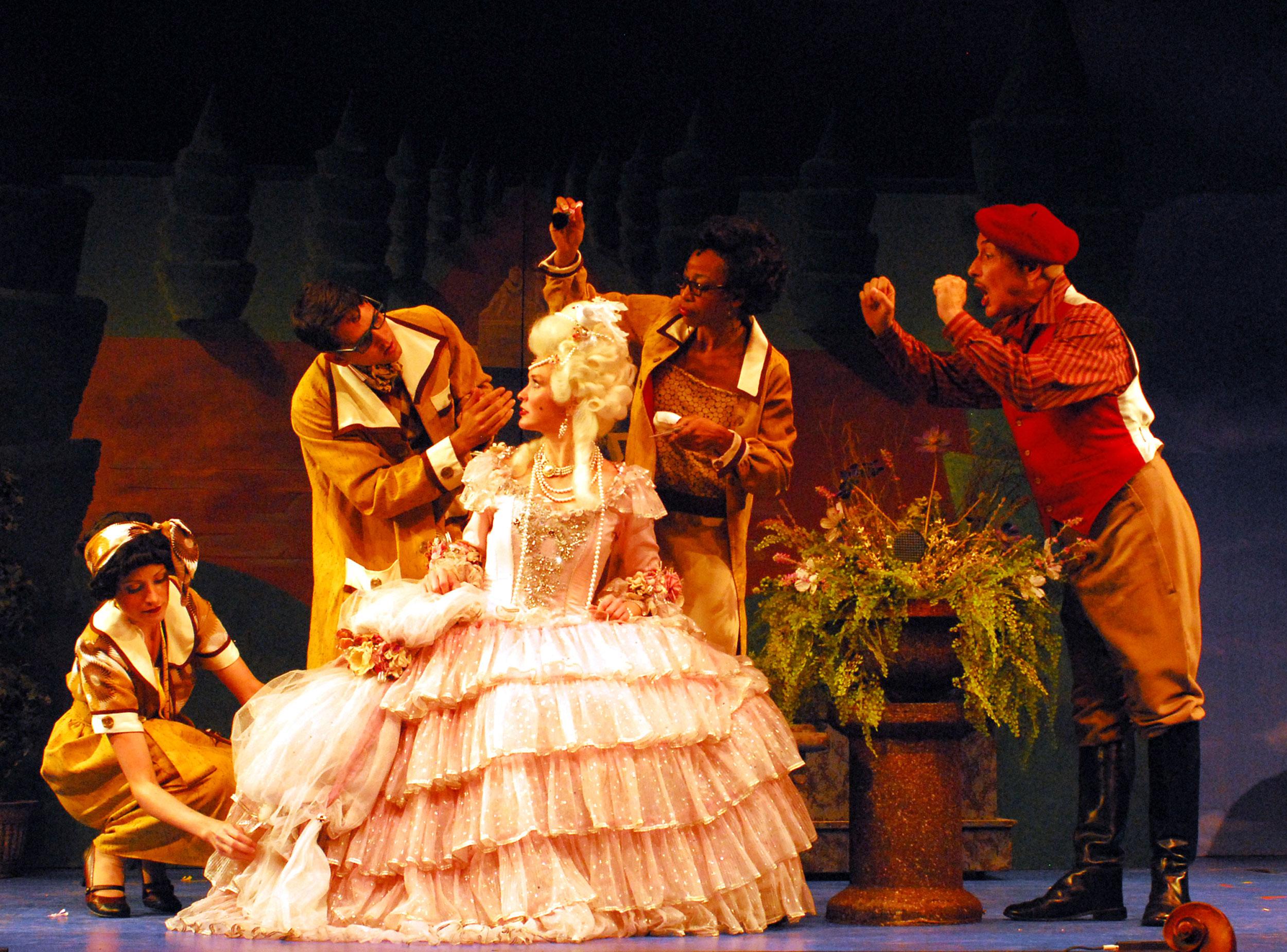 2009_SITR_Amy-Bodnar_Cast_Talking-Dueling-Cavalier_photo-by-Stuart-Nudelman.jpg