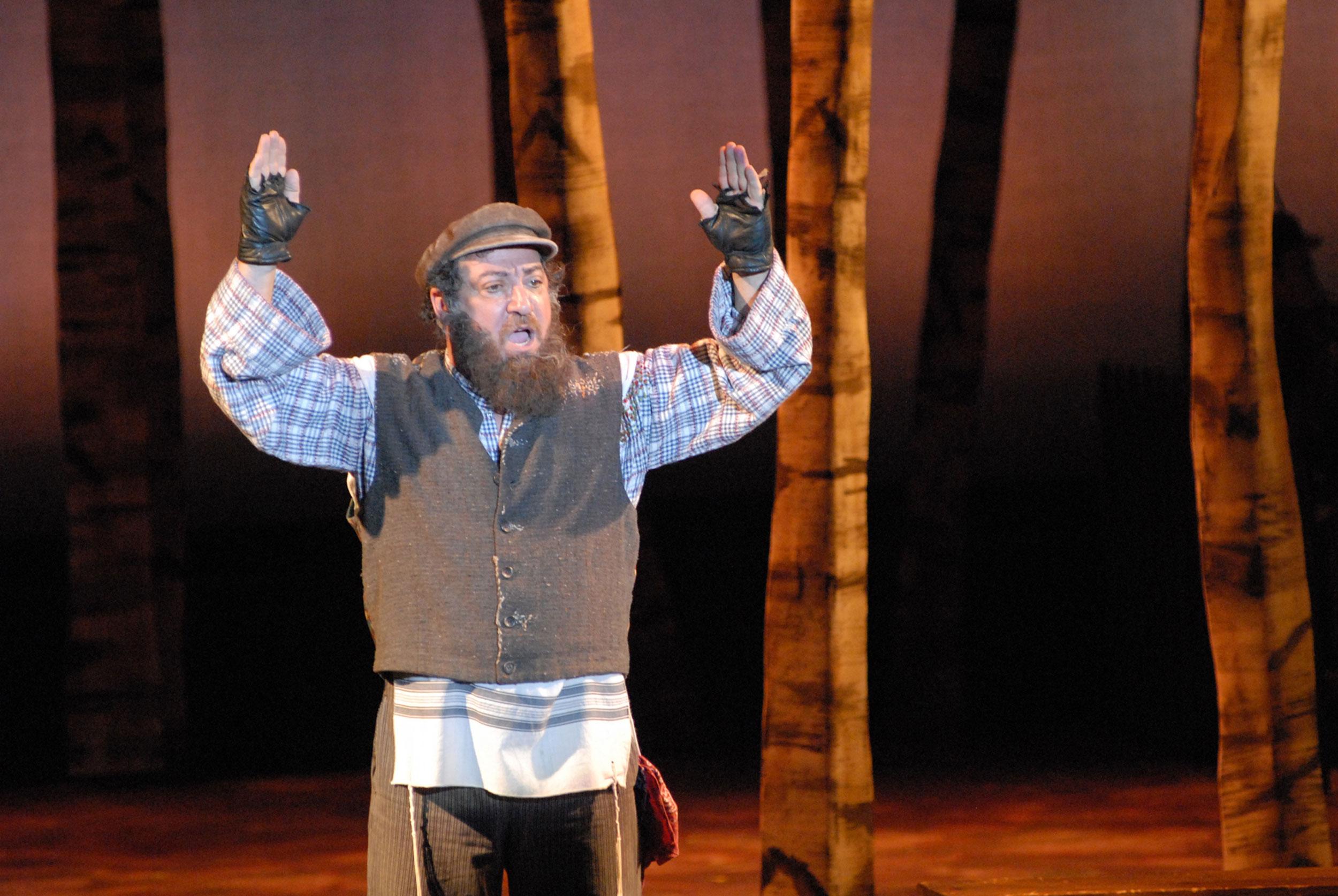 Eddie-Mekka-as-Tevya-in-Fiddler-on-the-Roof-sm.jpg