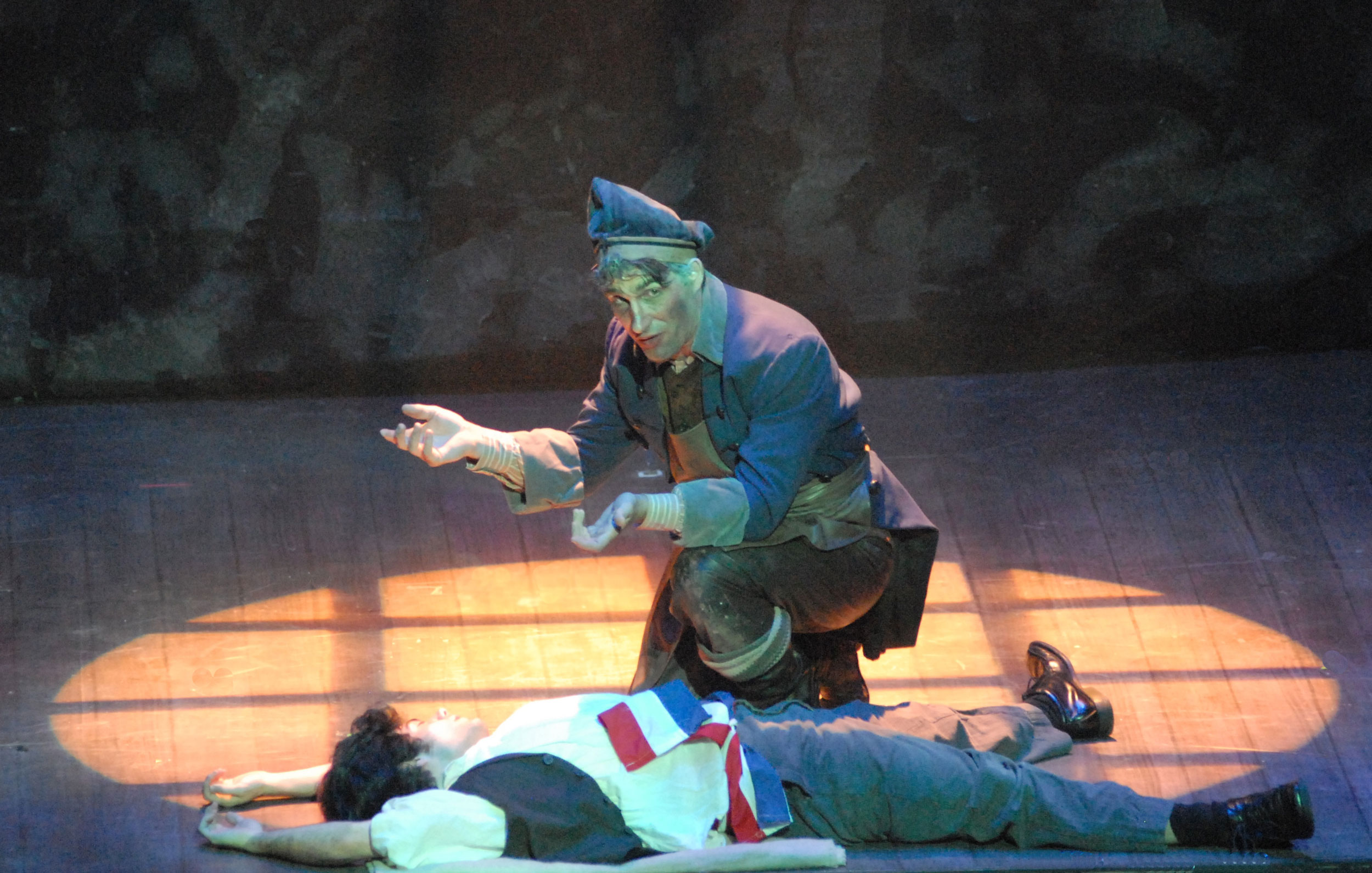 Ryan-Landry-as-Thenardier-sings-Dog-Eats-Dog.jpg