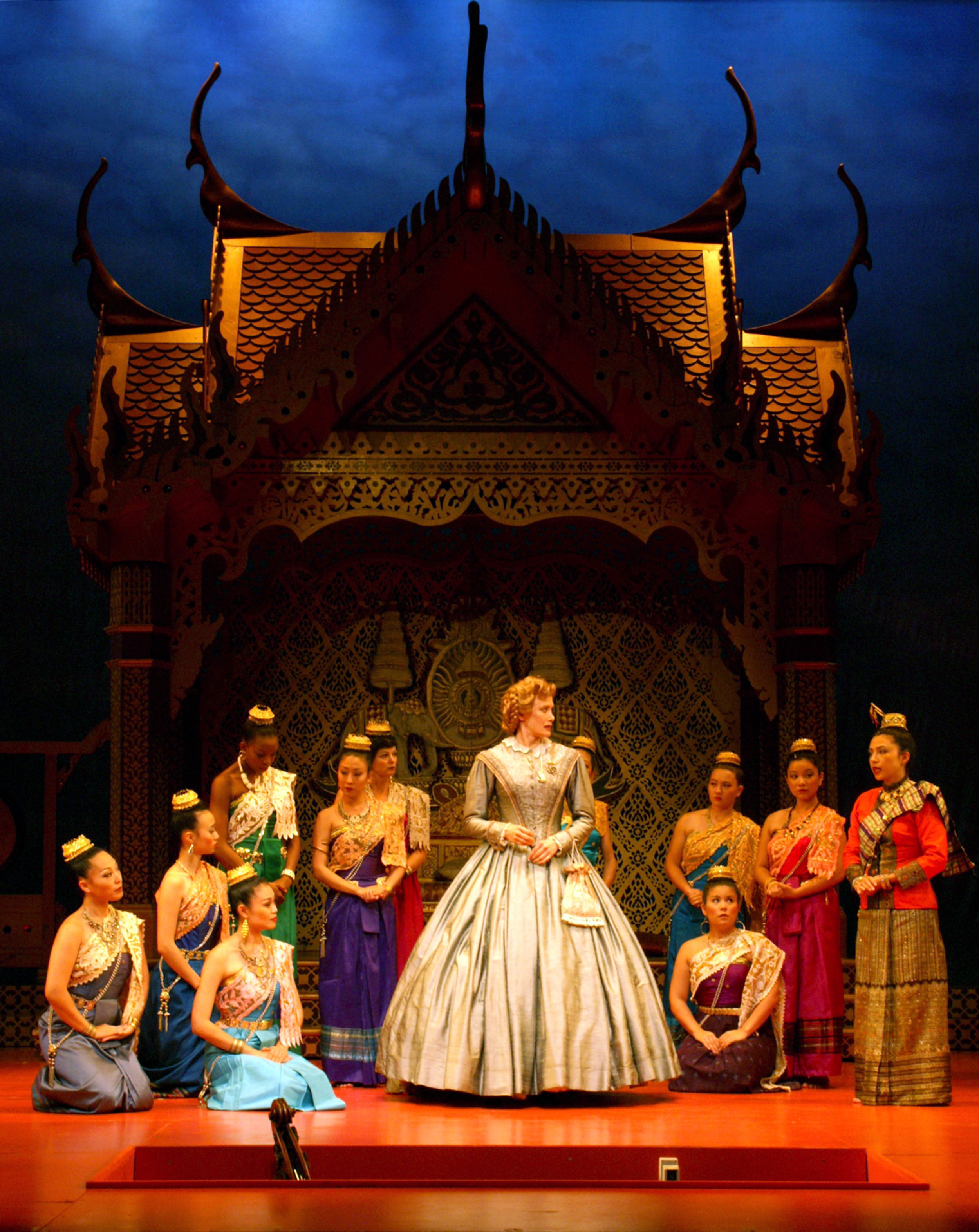 Anna-meets-the-King's-wives.jpg