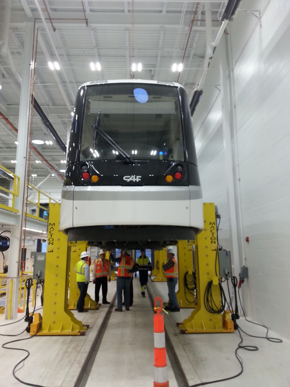 10T Jacks lifting Transit Car.jpg