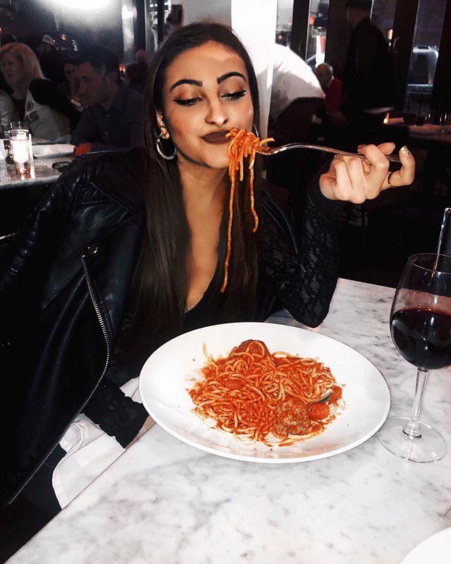 pasta pleeeeeaseee ✖️🍝 #KILLERQUEEN • • • • • • • • • • • • • • • • #bloggersofinstagram #styleoftheday #bloggerstyle #fashionblogger #bloggerlife #spaghetti #foodie #monochromephotography #monochromestyle #pasta #bostonstyle #nycstyle #lookoftheday #bestoftheday