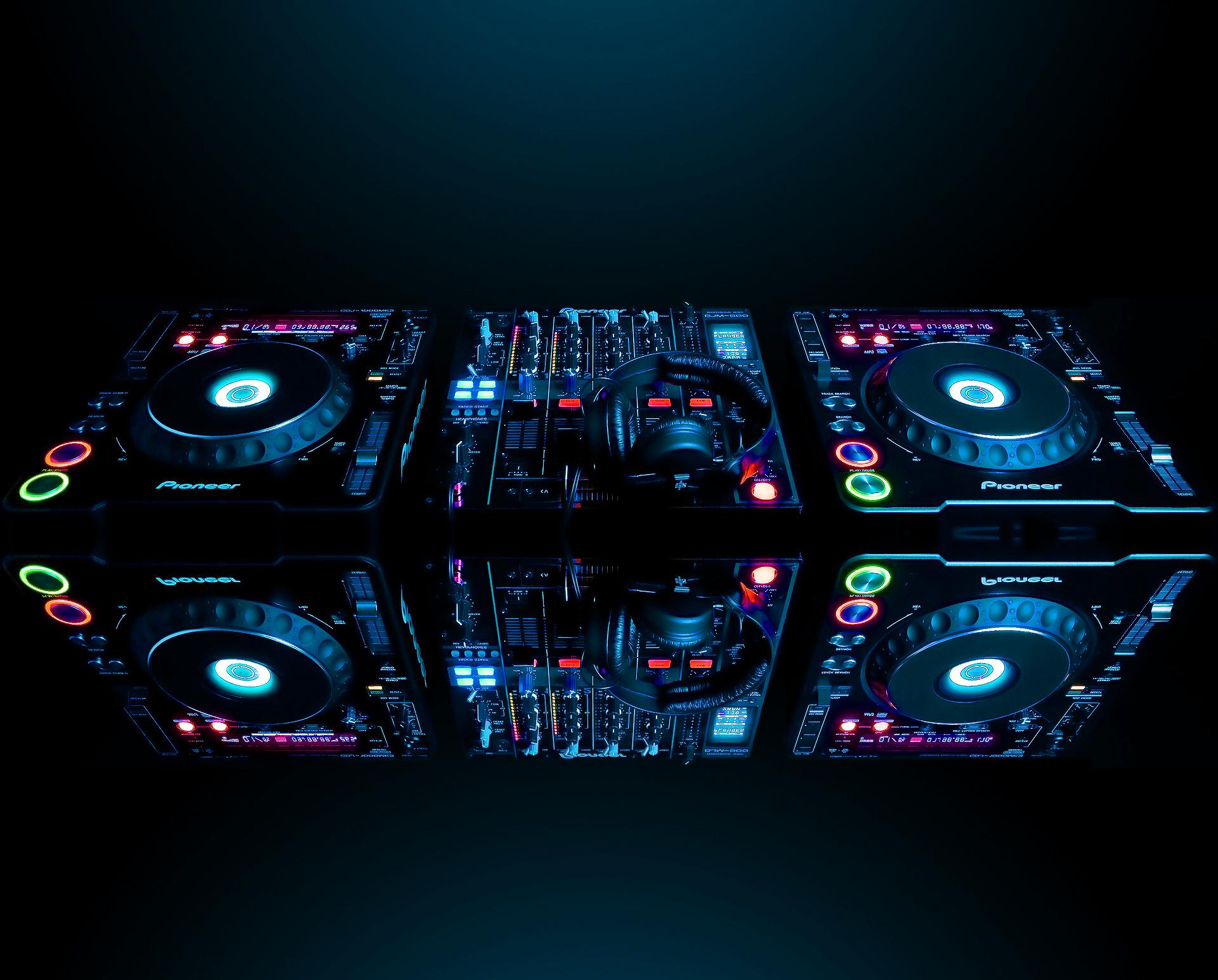 DJ live example.jpg