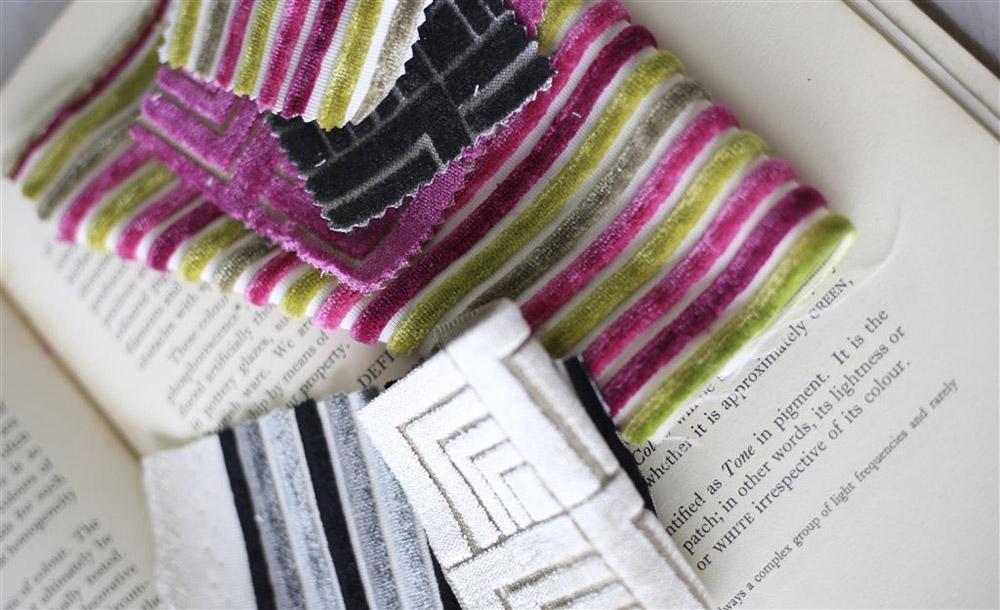 6-Collezioni-Tessili-A-la-Page-Roma-Tessuti-Stoffe-Carta-da-parati-Tendaggi-Servizi-tappezzeria-Rivestimento-divani-poltrone-Tappeti-moderni-colorati-diverse-forme.jpg