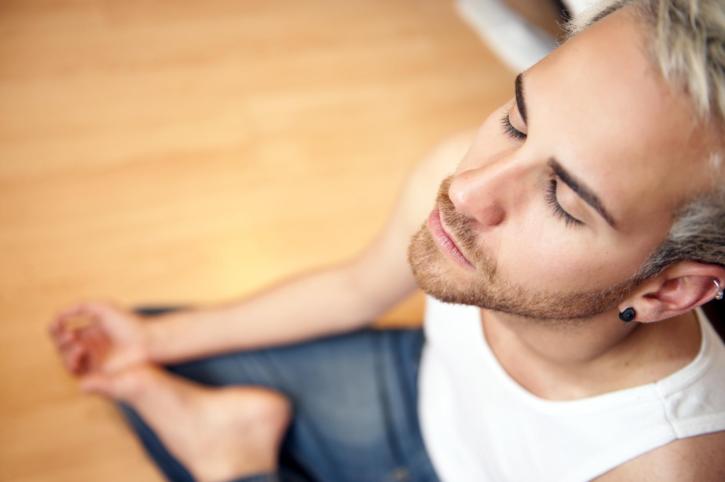 DOMINEA SUA MENTE - A Escola Eduardo Cirilo usa o DeROSE Method para o ensinar a controlar os seus pensamentos e ajudá-lo a viver de forma mais saudável, alegre e descansada.