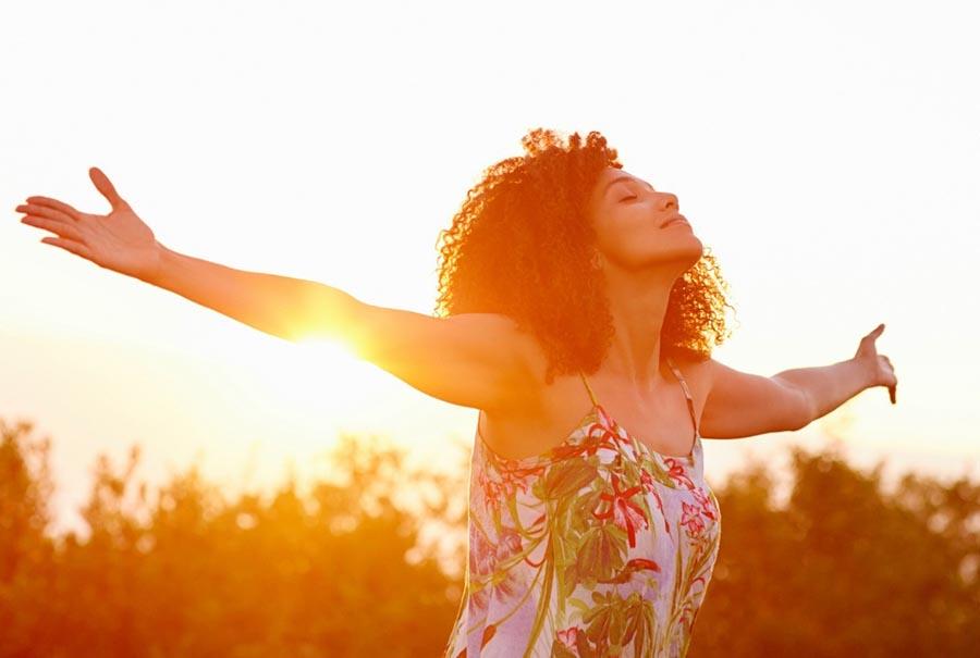 DOMINEA SUA MENTE - A Escola Eduardo Cirilo usa o DeROSE Method para a ensinar a controlar os seus pensamentos e ajudá-la a viver de forma mais saudável, alegre e descansada.