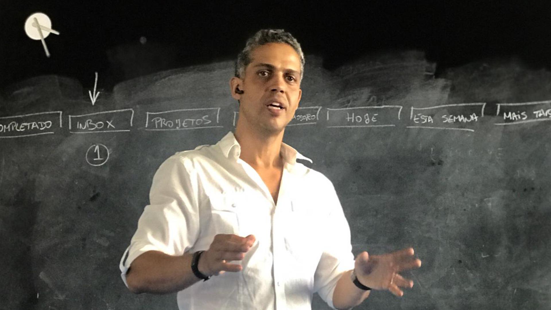 Eduardo Cirilo - Esta consultoria é conduzida pelo Prof. Eduardo Cirilo, especialista do DeROSE Method em desenvolvimento de Hábitos e Mindset de Alta Performance desde 1999.Formador CCP n.º F661947/2017 .