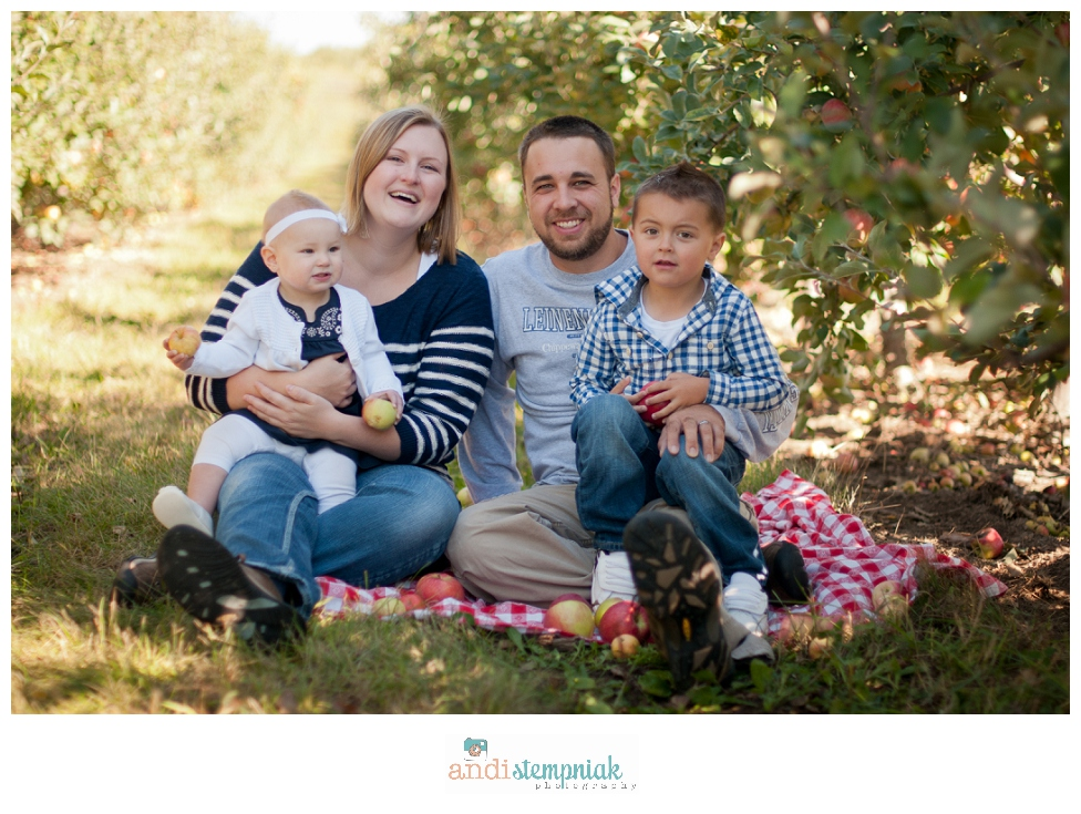 fall family photos at the orchard