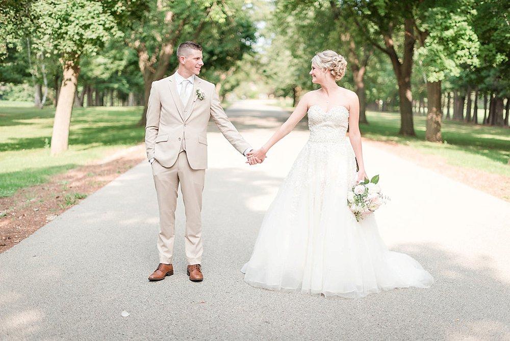 Watertwon WI Wedding_0035.jpg