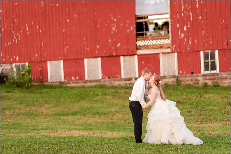 Wisconsin Barn wedding_0039.jpg