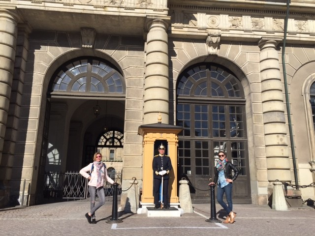 Making friends with the guard at the Stockholm Royal Palace.