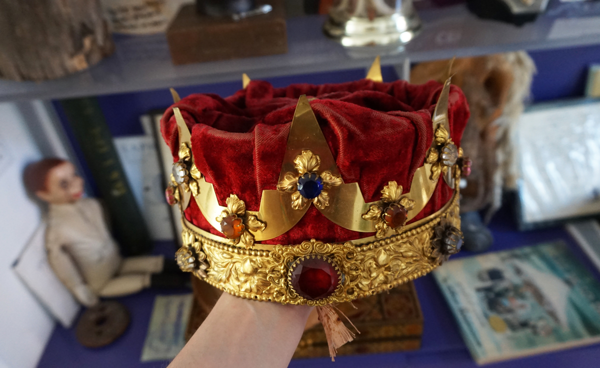 A crown that Oursler found online.