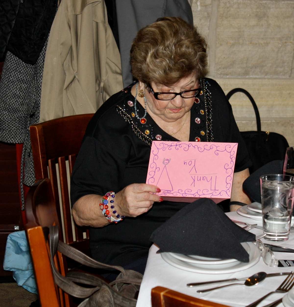 Rachel Rosenberg receives a Thank-You Note from students
