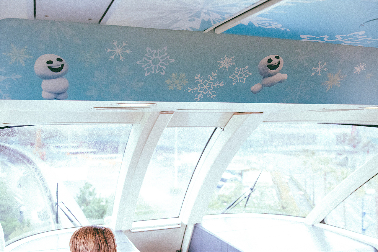 This happened to be our last ride in the Frozen Monorail before the overlay for the upcoming promotion of Nemo & Friends SeaRider. We tried to get as many photos as possible during our short ride.