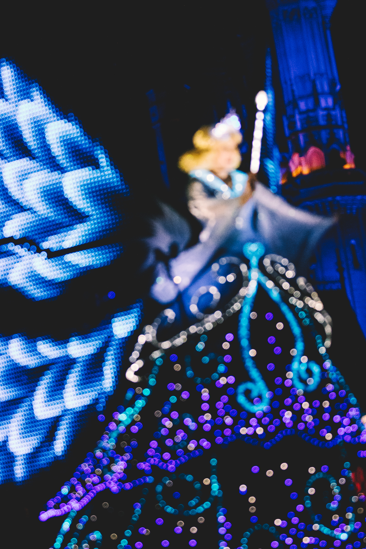After experiencing an all-time high because of Minnie Oh! Minnie, we slowly made our way to World Bazaar for one final Dreamlights of 2017. Although we arrived about an hour before the parade's kick off, we enjoyed sitting on a bench and people watching.