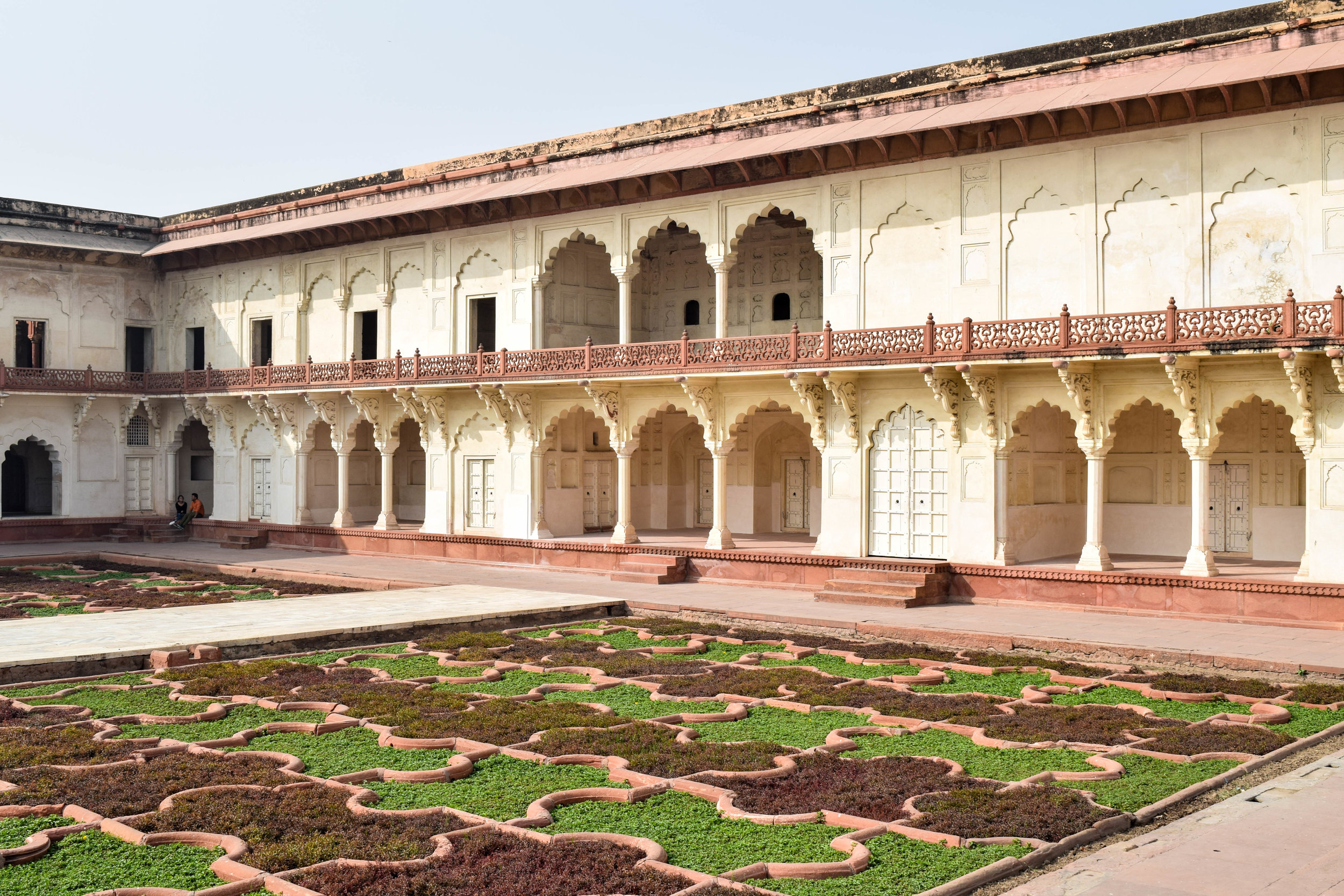 Just writing this is making my blood boil so here's a soothing pic of the Agra Fort gardens.