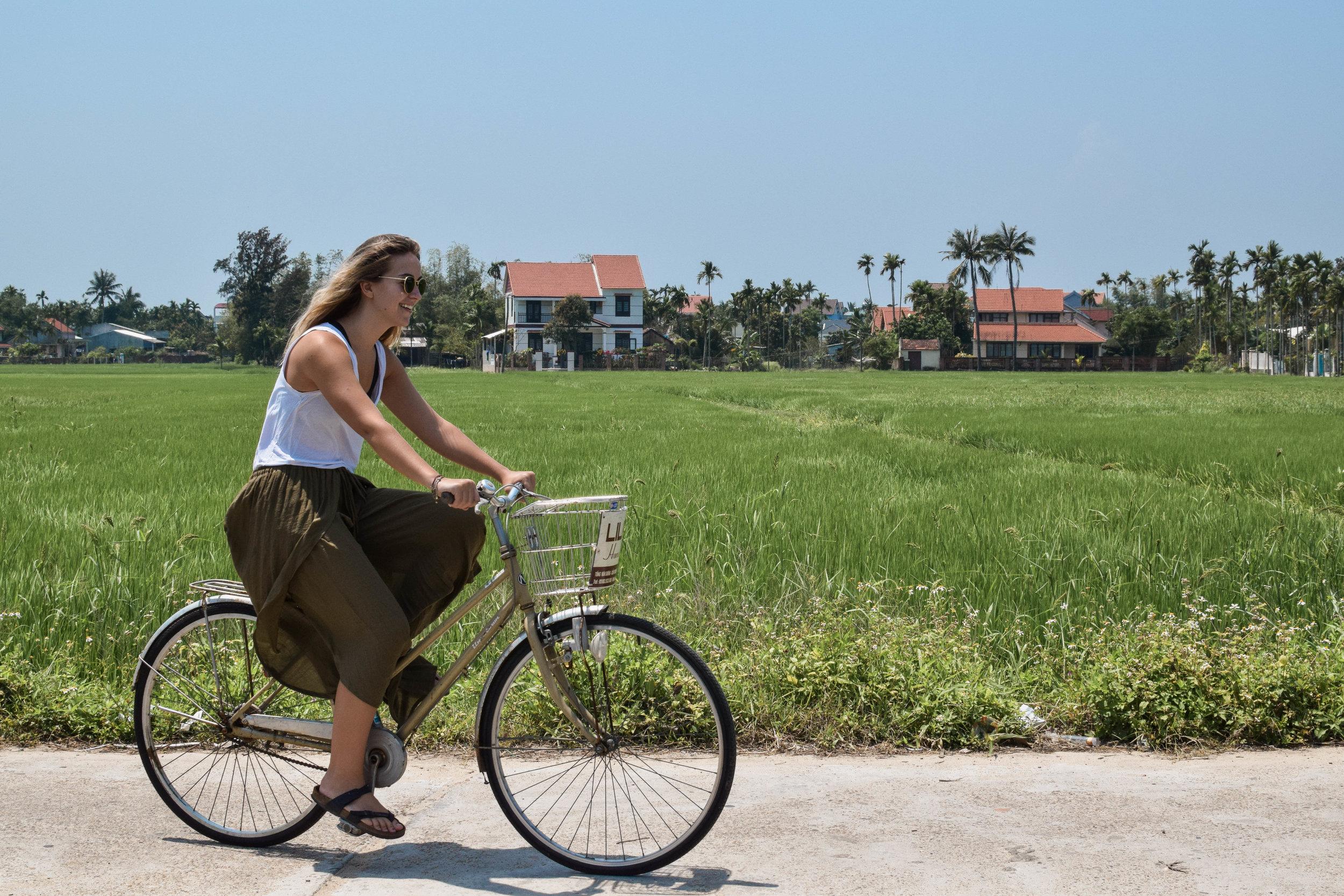 Look guys, I'm riding a bike!