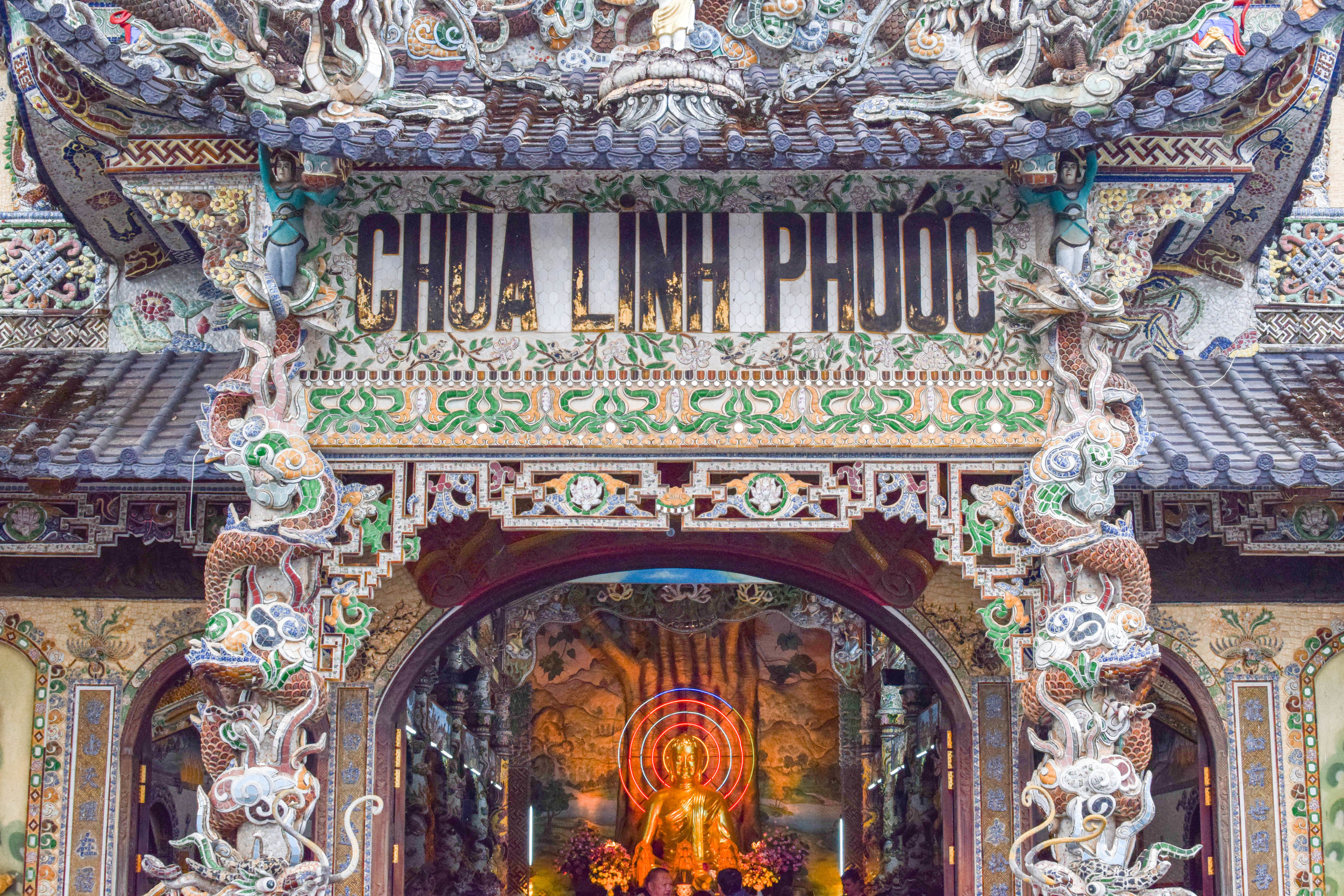The entrance to the mesmerizing Linh Phuoc Pagoda.