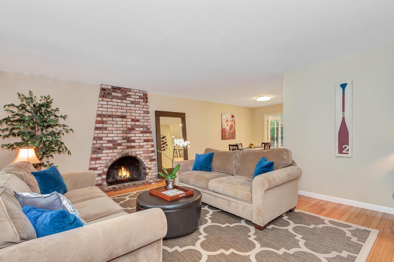 1372 Cornwall Ct Walnut Creek-large-002-13-Living Room 3a-1500x1000-72dpi.jpg
