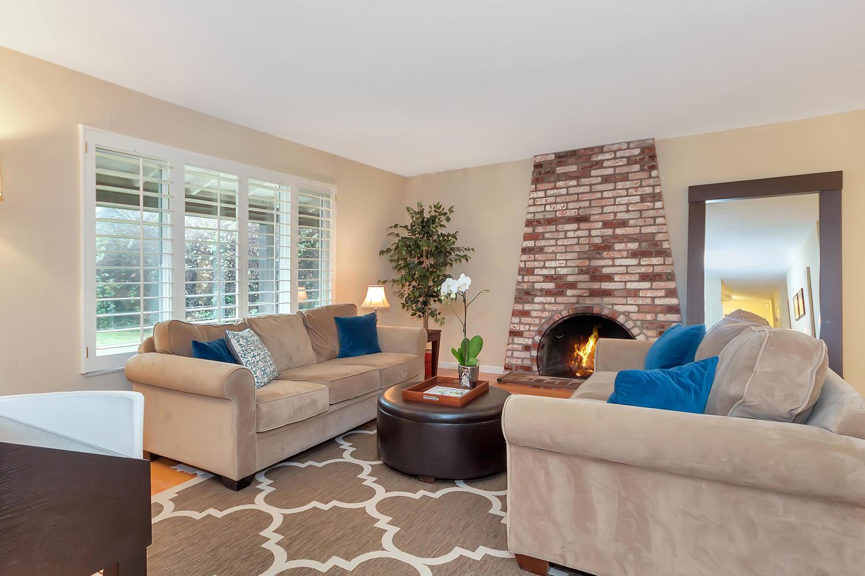 1372 Cornwall Ct Walnut Creek-large-004-17-Living Room 1-1500x1000-72dpi.jpg