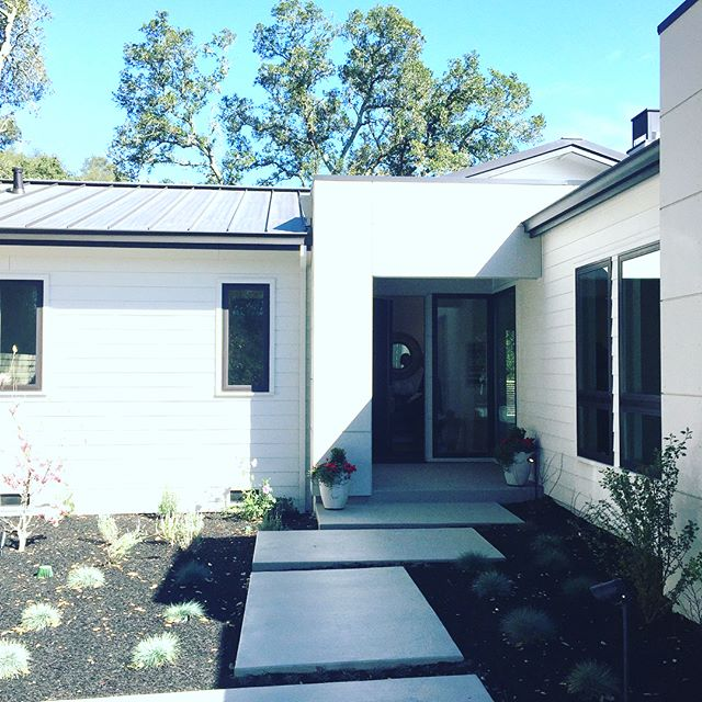 On tour Tuesday we saw a beautifully redone Orinda hills home. Light, bright and views from almost every room. We love seeing smart well-done design! #orindareaestate #lamorindarealestate #openhouse #tourday #orinda #views #design