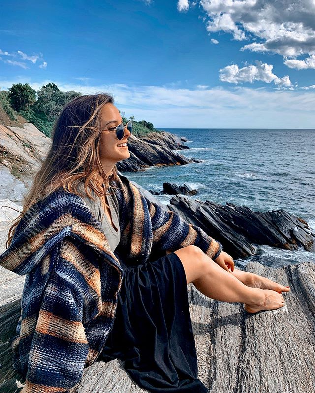 this traveler's favorite spot in the entire USA is a little, simply perfect, small town in rhode island 💫 i encourage everyone to visit this underrated gem of the country ~ xxxox . . . . . . . #beavertailstatepark #beavertailstatepark_ri #beavertailstateparkri #typsysoul #girlslovetraveling #travelfashionista #travelfashiongirl #august2019 #sayhellonow #fashionandtravelblogger #rhodeislandbeauty #picmonkey #girlswhotraveltheworld #stylejunkie #travelootd #ootdtraveling #thatsdarlingweekend #jamestownri #jamestownrhodeisland #visitrhodeisland #myfavoritespot #travelerlife #fulltimetraveler #popcolors #unumdesign #babeswhotravel #babeswhotraveltheworld