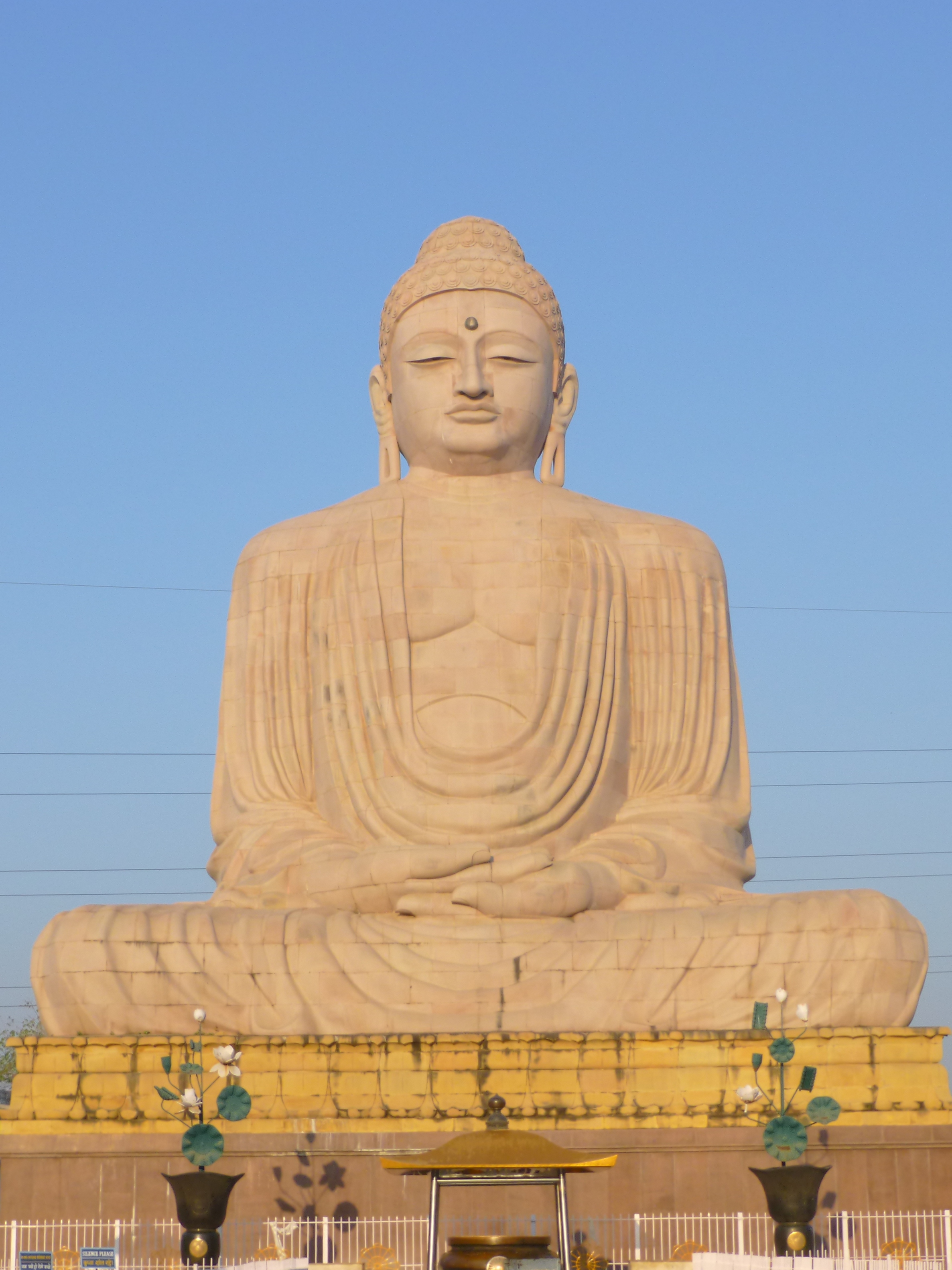 Picture of the Great Buddha of Bodh Gaya. Credit: Photo Dharma from Penang, Malaysia, [CC BY 2.0 ( http://creativecommons.org/licenses/by/2.0 )], via Wikimedia Commons.