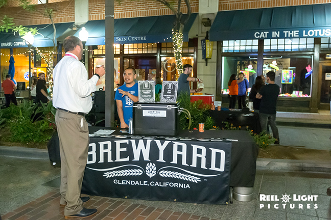 Kurt from Brewyard serving up some local beer. It's amazing that my photos staying in focus.