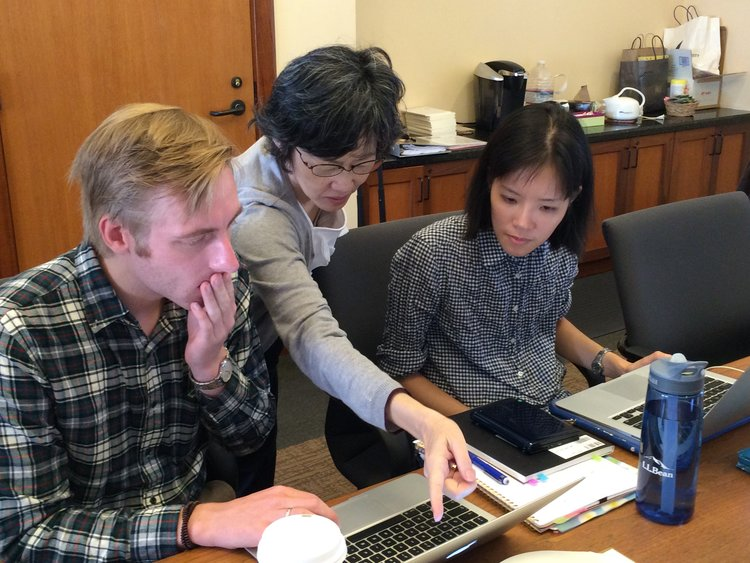 Professor Toshiko Takahashi aides Kambun Workshop attendees with their translation projects using the Tōji Hyakugō Monjo at the 2016 Kambun Workshop.