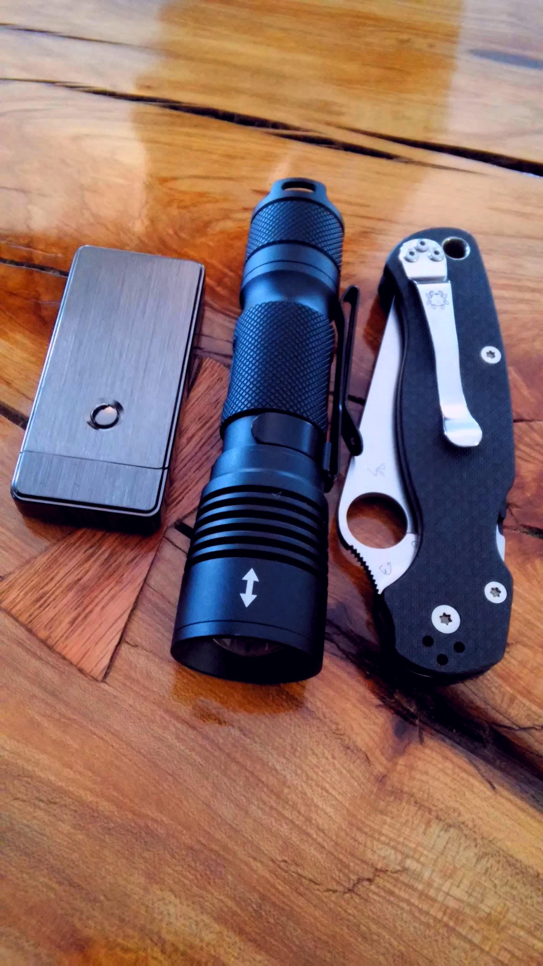 100Kcd Zoomie, Carbon Fiber S90v Spyderco Paramilitary2, Tesla lighter