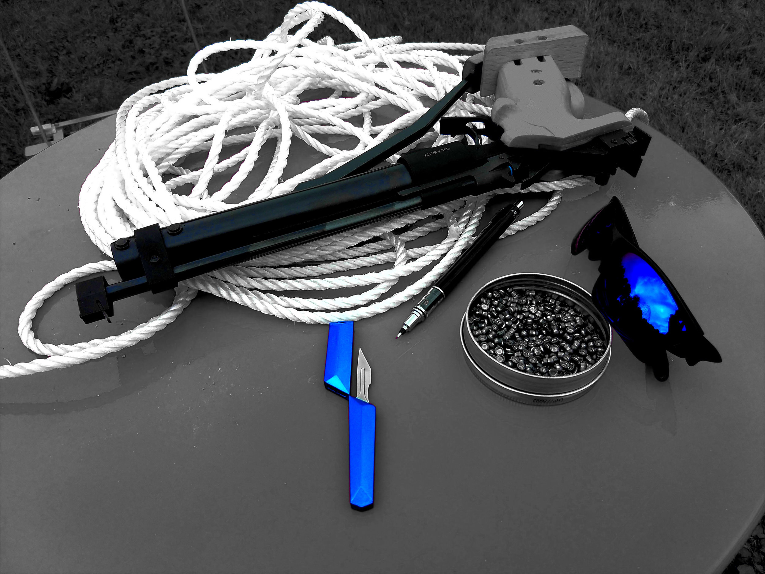 The repaired IZH-46M with one of the little blue gaskets just visible as a flash of blue at the breech. Also seen with one of our scalpeldashi in sapphire blue, a Kuru Toga Advance by Uni, and a tin if .177 Crossman Premier hollow point pellets.