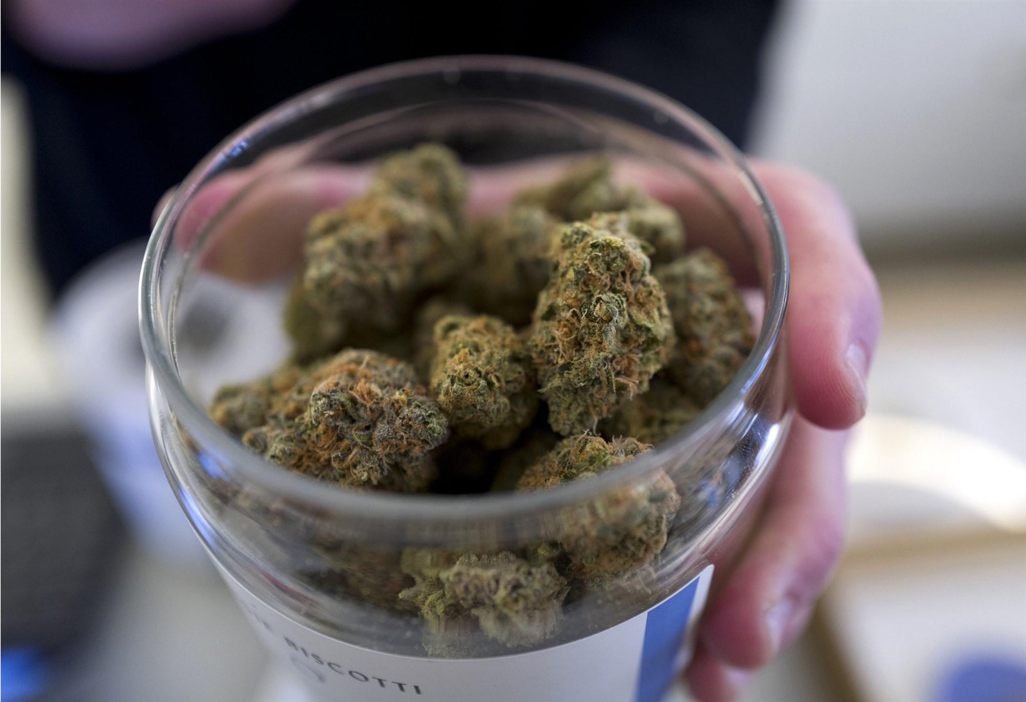 190308-dispensary-marijuana-oregon-ac-617p_75436c5f24609dd8a2dd1b921fdf4f79.fit-2000w.jpg