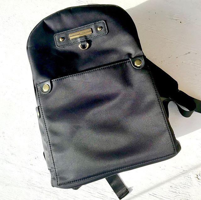 This #adriennevittadini satin book bag has us 😍