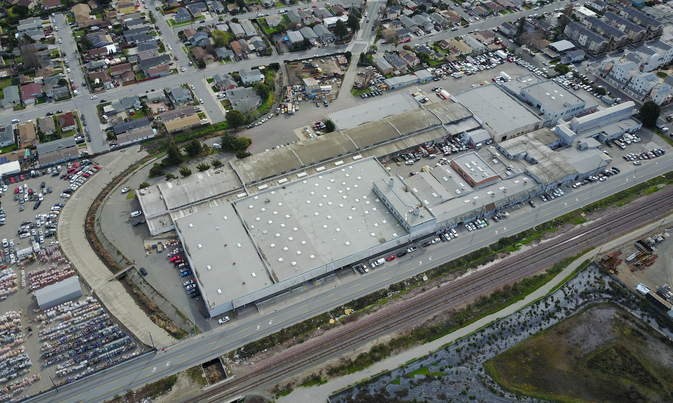 1021 Broadway Ave, San Pablo, CA 94806 277,080 SF Industrial Building on 622,163 SF Lot $13,500,000
