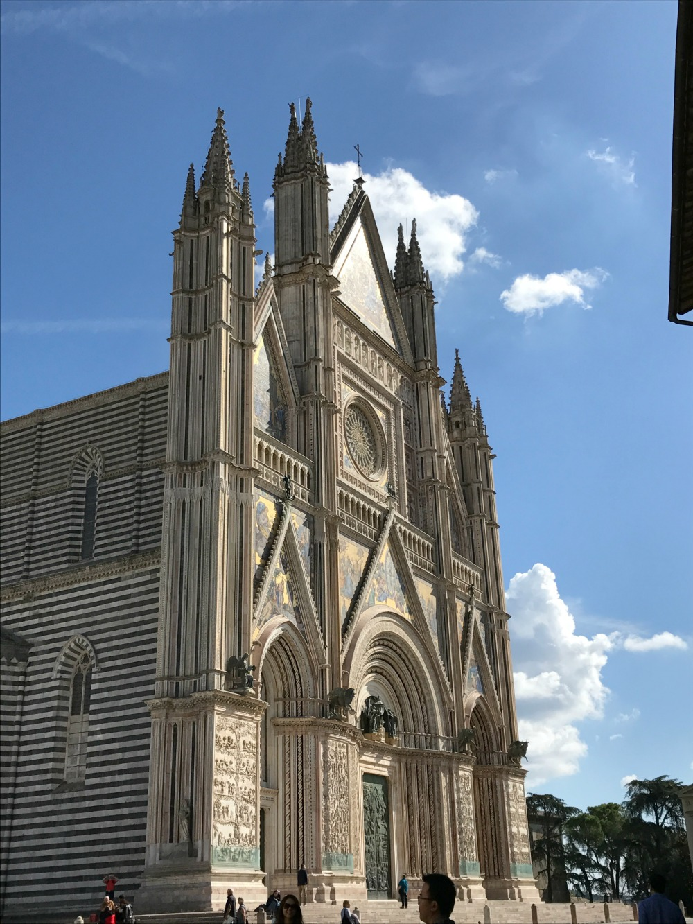 - Brief stop in Orvieto on our way to Todi