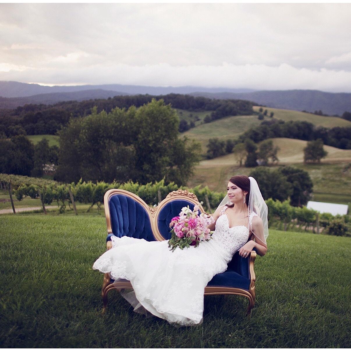 Camillia settee  Villa Nove Vineyards  Kate Taylor Photography