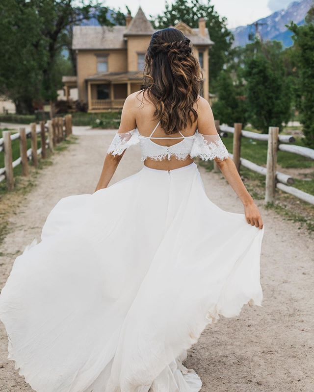 Let the wind capture your hair and may you feel free * * * Photographer @intifilmsandphotos  Bride: @emilyjeanblog  Bridal Gown: @gypsybride  #gypsybride #love #utahvalleybride #utahbride #utahlove #weddingdress #weddingdesigner #instawed #realweddings #weddingbliss #weddingdressshopping #bride2019 #bride2be #weddingfashion #weddings2019 #2020bride #2020wedding #isaidyes #sayyestothedress #bridalstore #newyork #newyorkbride