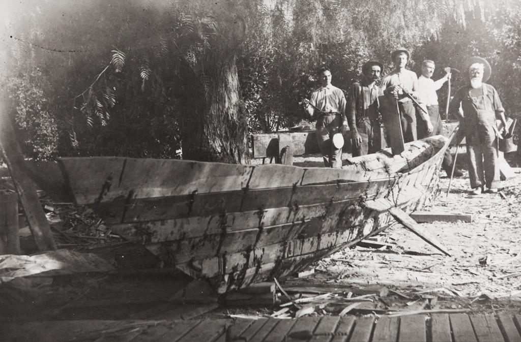 A Chumash tomol in 1912