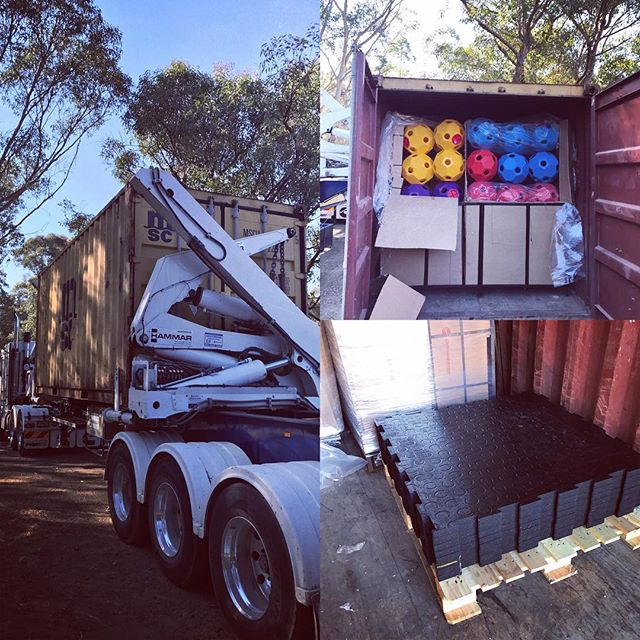 It's been a busy day at Flaneur Equine with the arrival of our third container 🙌🏼 We have SO many hayballs back in stock in all colours & lots of exciting new products to share with you. Off this afternoon to deliver products to some very happy customers. #flaneurequine #qualitystableproducts #availableinaustralia #hayballsgalore