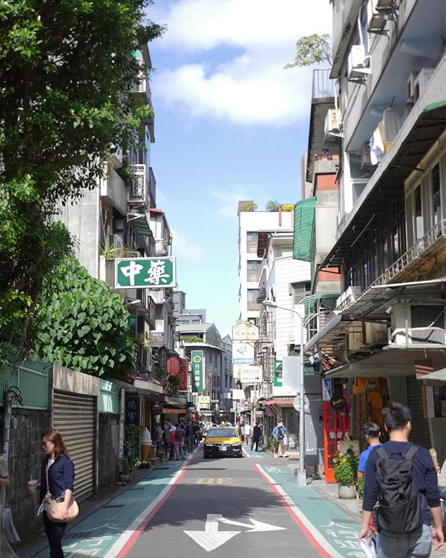 Yongkang Street on a nice sunny day, remembering those walks to school with a bag of guava in hand.