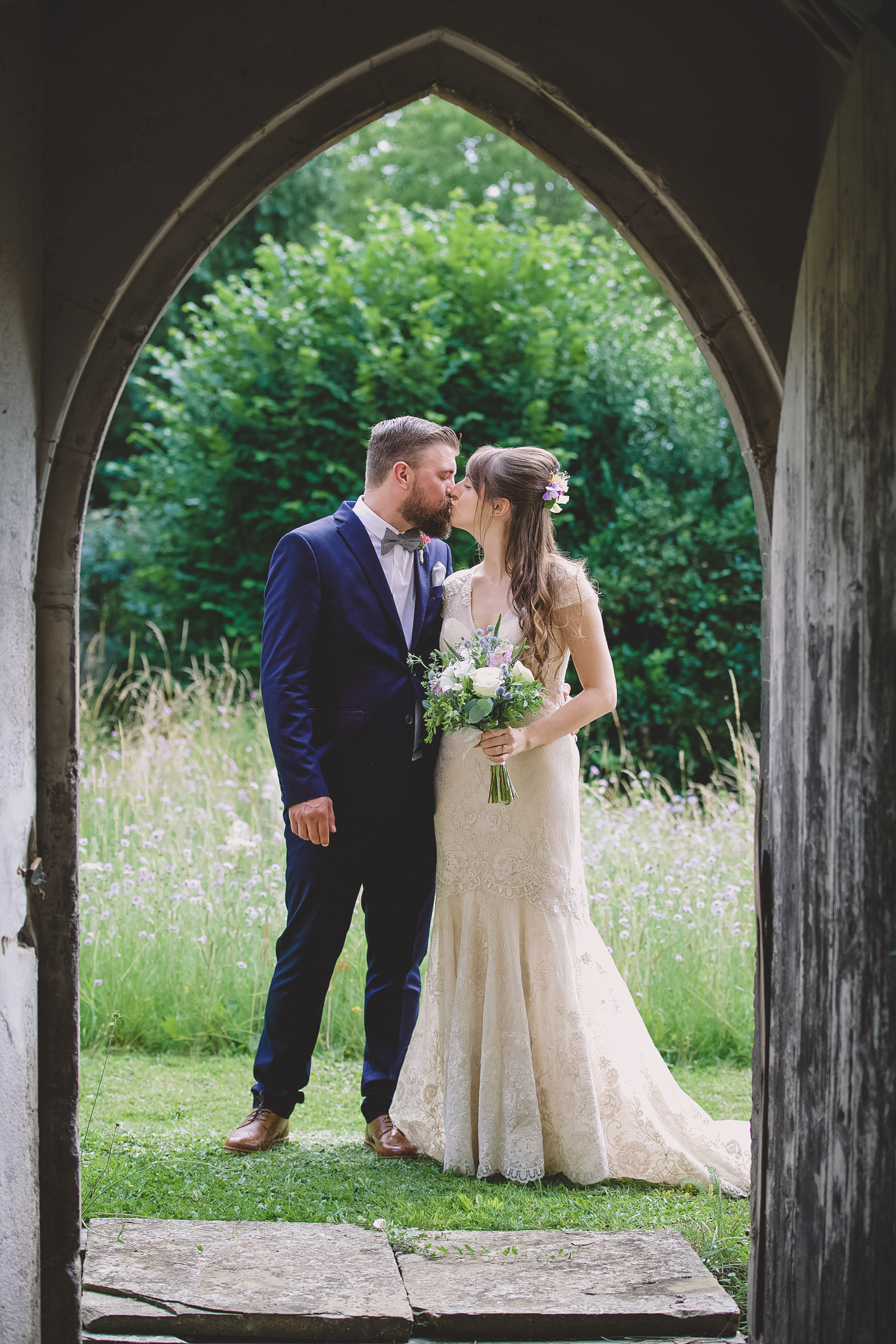 lilac_thyme-wedding_flowers_white_kiss.JPG