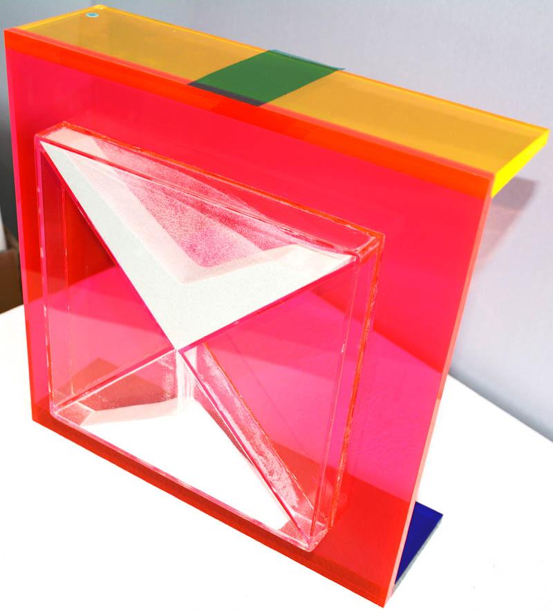 Design Sanduhr, 2015/16. Skulptur. Unikat. Farbiges Acrylglas. 30 x 30 x 9
