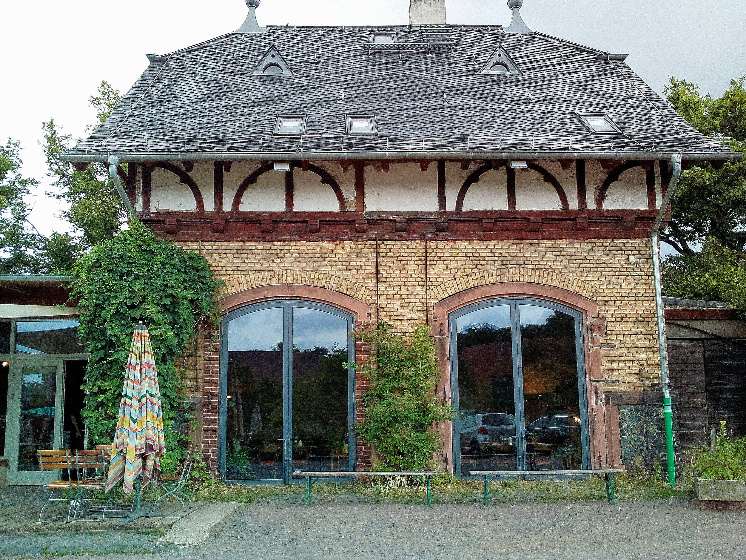 The café is in this building. It has big windows so you can enjoy the scenery even when sitting inside.