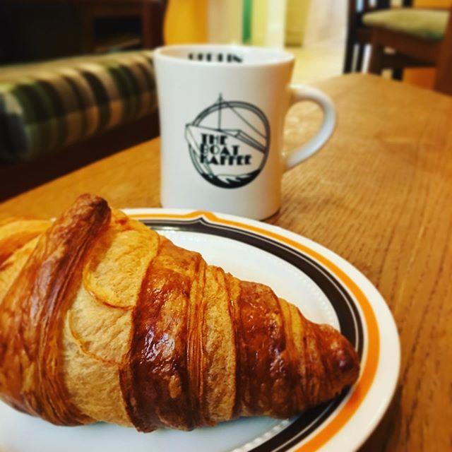 Butter Croissant and filter coffee. Match made 😍 . . . #filtercoffee #croissant #sittinginside #start #basic #classic #morning #coffeeshop #coffeeshopvibes #matchmadeinheaven #falckensteinstrasse #kaffeehaus #startyourdayright #wrangelkiez #breakfast #breakfastclub #visit_berlin #travel #stop #relax #mtvareyoutheone #rainydays☔️