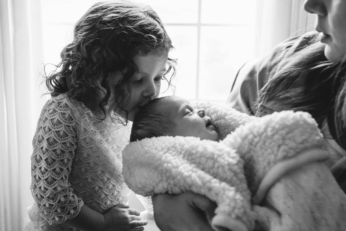 kisses - newborn session baby e - laura barr photography