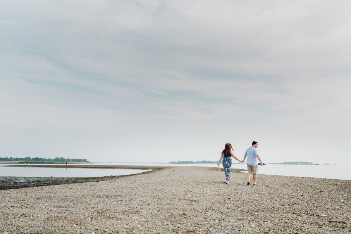 calf pasture beach maternity session by laura barr photography